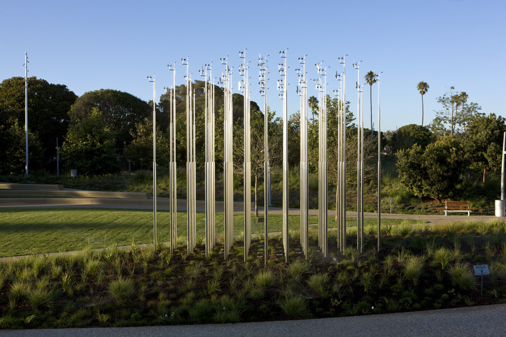 "Iñigo Manglano-Ovalle, Weather Field No. 1, 2013, stainless steel, magnesium, 20'-6"" x 20'-6"" x 12'-2"" feet/inches, installation view at Tongva Park, Santa Monica, CA, 2013"
