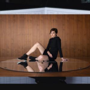 Irena Haiduk, Nine Hour Delay, Amelia Pool Working, 2014, desktop background, Museum of Arts and Design New York