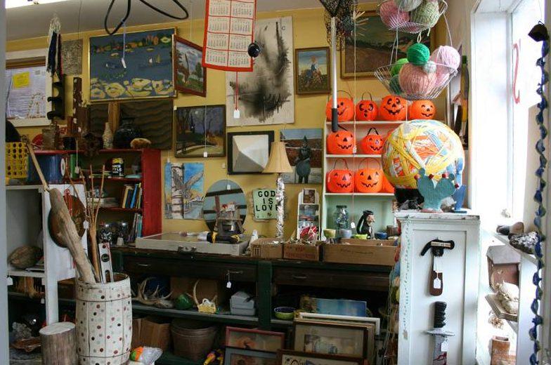 Bill Davenport, Bill's Junk: Interior, east wall, October 2009, 2009, mixed media, variable