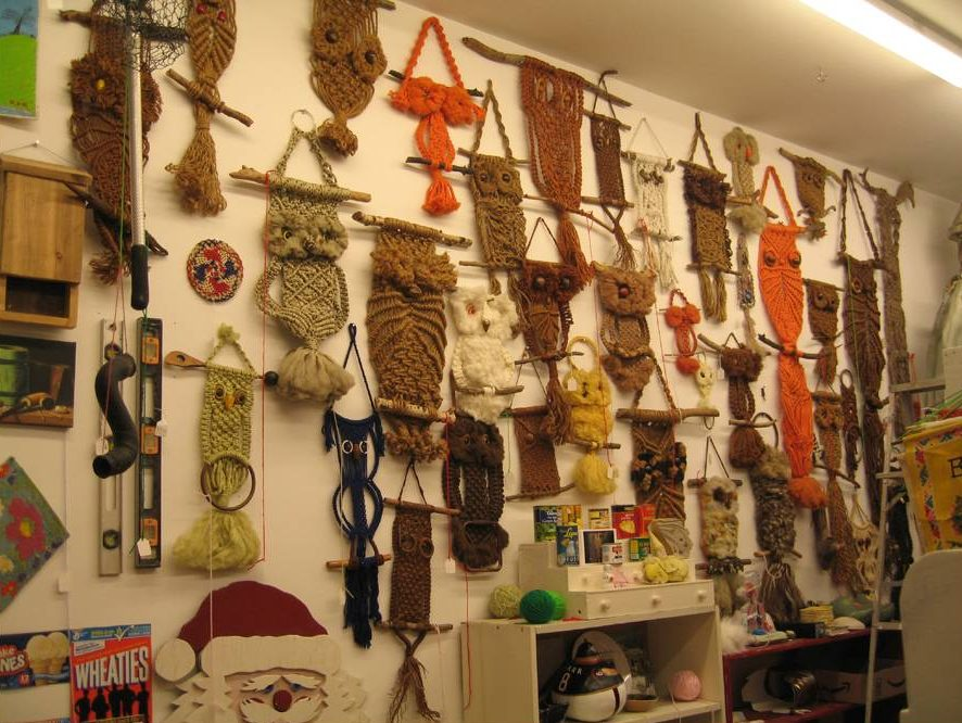Bill Davenport, Bill's Junk: The famous wall of macrame owls , 2009, mixed media, variable